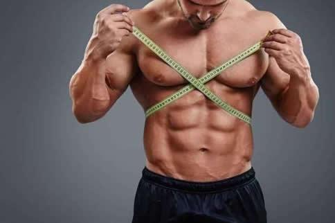 男子健身房怎样练六块腹肌-追梦健身网